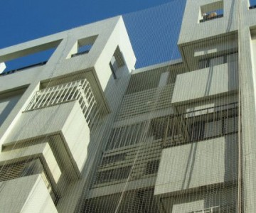 רשת יונים על כל הבניין - לחץ להגדלה
